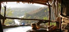 Sabuk Lodge - Bath and view